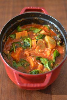 Pour se préparer en douceur au retour des jours un peu plus frais, j'ai testé cette jolie recette de curry végétarien composé de patate...