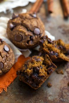 A low-calorie and healthy pumpkin chocolate-chip muffin with absolutely no butter, oil, or flour plus very little sugar. These gluten-free muffins are stuffed to the brim with flavor, they are heal. Healthy Muffins, Healthy Sweets, Healthy Baking, Healthy Recipes, Healthy Cookies, Healthy Options, Healthy Kids, Healthy Snacks, Gluten Free Pumpkin