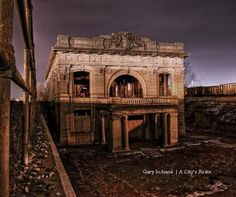"""Gary, Indiana ~ OFF CAMPUS HOUSING OR EXCELLENT """"FRAT HOUSE PROJECT"""" FORMERLY KNOWN AS THE PINK PALACE"""