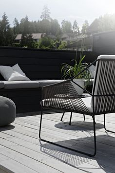 All About Outdoor Living Terrace – beterhome - Terrasse Outdoor Balcony, Outdoor Areas, Outdoor Chairs, Outdoor Decor, Modern Balcony, Small Garden Inspiration, Garden Ideas, Best Outdoor Furniture, Wooden Furniture