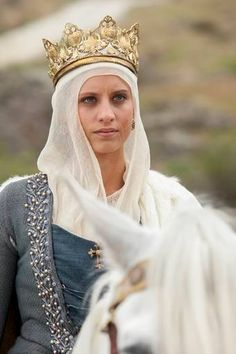 """'probably around/~post-AC [Spanish tv series """"Isabel"""" about the life of the catholic Queen Isabella of Castile. Moda Medieval, Medieval Fashion, Medieval Clothing, Period Costumes, Movie Costumes, Historical Costume, Historical Clothing, Renaissance, Isabel I"""
