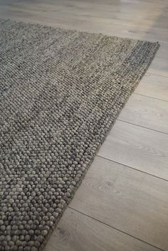 Interior design isn't just for professionals; Designing the home of your dreams doesn't have to require an expansive Living Room Flooring, Home Living Room, Diy Carpet, Rugs On Carpet, Cheap Carpet, Happy New Home, Carpet Flooring, Interior Design Living Room, Flats