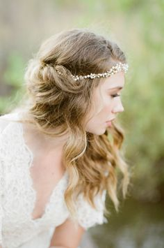 Messy undone waves: http://www.stylemepretty.com/colorado-weddings/franktown/2016/07/14/the-wild-west-gets-a-romantic-makeover-with-this-inspiration-shoot/ | Photography: Tamara Gruner Photography - http://www.tamaragruner.com/