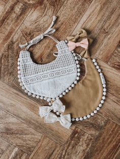 We make baby bibs that are drool worthy for your stylish baby. These bibs are carefully handmade by our local seamstresses in the Pacific Northwest. Cute Babies, Baby Kids, Baby Boy, Vintage Style Outfits, Vintage Fashion, Well Dressed Kids, Billy Bibs, Stylish Baby, Cool Baby Stuff