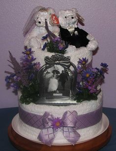 When it comes to wedding days, no one wants the same boring gifts. You can take the boredom out of it by giving wedding cake gifts that the happy couple will love seeing. Wedding Shower Gifts, Bridal Shower Cakes, Wedding Gifts, Shower Party, Wedding Towel Cakes, Cake Wedding, Bridal Table, Shower Towel, Gift Cake