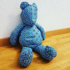 Teddy bear en wax africain Dinosaur Stuffed Animal, Wax, Creations, Teddy Bear, Toys, Animals, African, Activity Toys, Animales