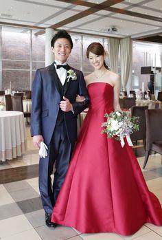 お客様フォト/江坂店/赤色が目を引くこちらのカクテルドレスは『M-HK-41』。シンプルで上品なデザインのAラインドレスです。