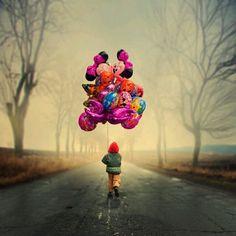 """""""Ognuno ha delle cose, delle persone, degli oggetti, che lo tengono legato al mondo, che gli evitano di volare via come un palloncino. Sono dei pesi che aiutano. Non per tutti però vanno bene lo stesso tipo di pesi, di persone, di oggetti. Ci sono cose che esistono per noi, unicamente per noi, per tenerci qui, e altre che tocchiamo, incontriamo e lasciamo perché esistono per gli altri."""" In anteprima da """"Le cose sbagliate""""."""