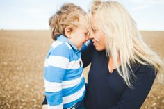 A family session in the heart of the French countrysideby Lisa Renault Photographie