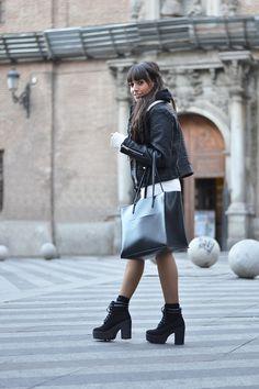 Street Style midisweatter dress, comfy boots, leather black jacket #kissmylook