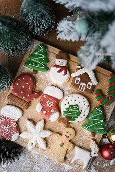 Christmas cookies by MaaHoo Studio - Cookie, Christmas - Stocksy United Christmas Sugar Cookies, Christmas Sweets, Christmas Mood, Christmas Gingerbread, Holiday Cookies, Holiday Treats, Gingerbread Cookies, Christmas Bedroom, Holiday Baking