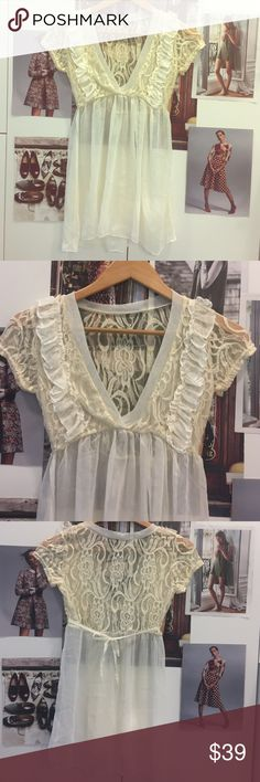 Vintage floral lace detail top S Brand new never worn. NWOT. Vintage and feminine look 💄👒 very cute. Check out my closet 💃 Vintage Tops Blouses