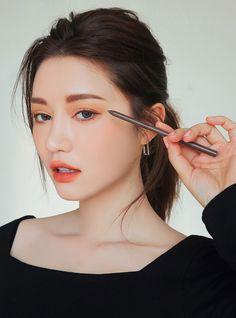 Makeup Tools – Here's What You Need To Get That Perfect Look – Makeup Mastery Ulzzang Makeup Tutorial, Korean Makeup Tutorials, Korean Natural Makeup, Korean Beauty, 3ce Stylenanda, Stylenanda Makeup, Asian Makeup Before And After, Beauty Makeup, Hair Makeup
