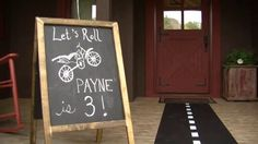 Ideas for throwing a dirt bike themed birthday party.