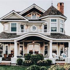 24 Most Popular Dream House Exterior Design Ideas ~ House Design Ideas Dream Home Design, My Dream Home, Dream Home Plans, Cute House, Dream House Exterior, House Exteriors, House Ideas Exterior, Exterior Homes, Big Houses Exterior