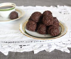 Recipe Brigadeiros (Chocolate praline) by Thermomix in Australia, learn to make this recipe easily in your kitchen machine and discover other Thermomix recipes in Desserts & sweets. Chocolate Sprinkles, Chocolate Truffles, Sweets Recipes, Cooking Recipes, Chocolates, Bellini Recipe, Thermomix Desserts, Vegetarian Chocolate, What To Cook