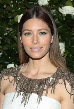 Again, another makeup trend we didn't think would work, but actually looks really pretty -- this teal liner on Jessica Biel. The secret to making it look good? Make the rest of your beauty look as simple and natural as possible.