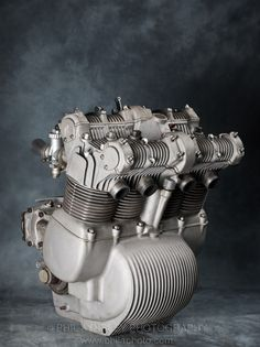 Racing Cafè: Engines - MV Agusta 750 GT 1973