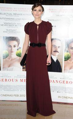 vestido largo con accsesorios contrastados Keira Knightley