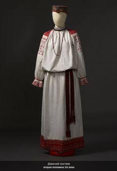 Девичий костюм -второй половины 19 в.-Этнографический музей в СПБ