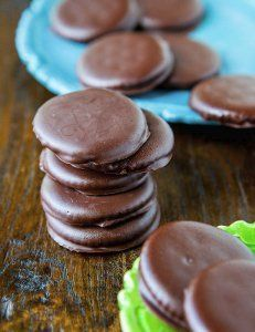 No-Bake Copycat Thin Mints Just Ritz crackers, mint extract and semisweet chocolate chips
