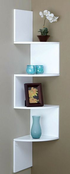 Building some DIY corner shelves might be a great idea for your next weekend project. Corner shelves are a smart solution for your small space. If you want to have shelves but you don't want to be too much on . Diy Furniture, Furniture Design, White Furniture, Corner Furniture, Entryway Furniture, Corner Wall Shelves, Corner Bookshelves, Wall Shelving, Bookshelf Design