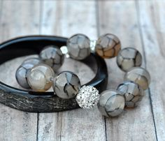 Chunky Grey Agate and Pave Beaded Bracelet por BeadRustic en Etsy