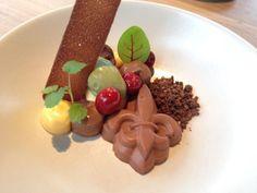 Valrhona Macaé-cranberry-matcha-passionfruit Elegant Desserts, My Dessert, Matcha, Food, Essen, Meals, Yemek, Eten