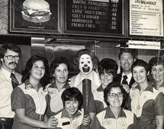 McDonald's crew in the early - vintage everyday: Old McDonald's – Historical Photos of the Biggest Fast Food Brand in the World Since Established Till the Old Photos, Vintage Photos, Staten Island, Thats The Way, Cosplay, Illustrations, Week End, The Good Old Days, Mcdonalds