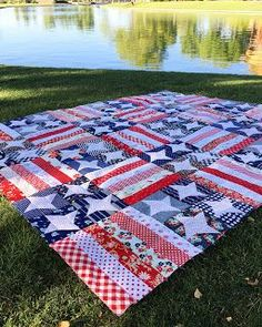 Stitching Revival: Flag Day Quilt - picnic blanket with denim backing. Flag Quilt, Patriotic Quilts, Star Quilts, Scrappy Quilts, Easy Quilts, Quilt Blocks, Star Blocks, Quilt Top, Patriotic Crafts
