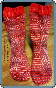 Teppanan neulomuksia: Kerrosrivinousu sukat, toisella tapaa