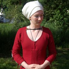 Drurer dress - with great tutorial on construction methods used http://www.bettinas-pages.de/clothing/c_duerer.php# Hey @Bridget Griffin-Bales - It's that Housebook dress from that class we endured.