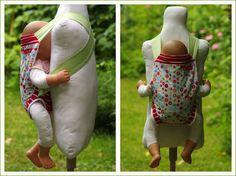 made by birti: Puppentrage mit Höschen - da kann die Puppe nicht rausrutschen