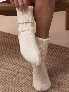 The basic socks knitted from Novita Isoveli yarn have a double-turned arm. Wool Socks, Knitting Socks, Long Winter, Knit Fashion, Mustard Yellow, Leg Warmers, Knitting Patterns, Knit Crochet, Footwear