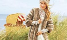 Zarte Sand- und Naturtöne und feine Merino-Mischwolle ergeben eine tolle Kuschel-Kombi für kalte Tage. Dieser Cardigan mit passender Mütze bringt Sie stilsicher durch den Winter.