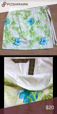 TOMMY BAHAMA 18GOLF SKIRT 10 SILK LINED BLUE GREEN This very good condition 98% silk, 2% Lycra Spandex Tommy Bahama 18GOLF skirt features a side zipper and ties, and is lined with 92% polyester and 2% Lycra Spandex. Tommy Bahama Skirts