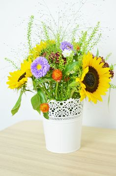 Jak układać kwiaty w gąbce florystycznej? Florystyka krok po kroku