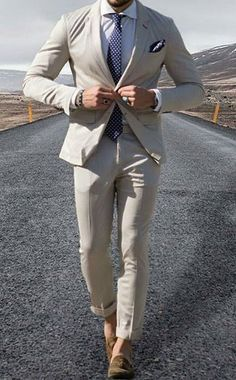 This guide will give you a clear picture regarding the color combinations that you must keep in mind for your suit look including footwear and accessories!
