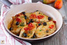 Petto di pollo con pomodorini olive e capperi. Piatto veloce e cremoso, cotto in padella in 10 minuti è pronto! Ricetta facile, light con pollo e pomodoro