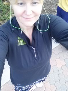 Pre race & wearing pull over. It comes off quickly during the 1st mile.