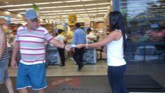 Panfletagem entrada de supermercado em Jardim da Penha.
