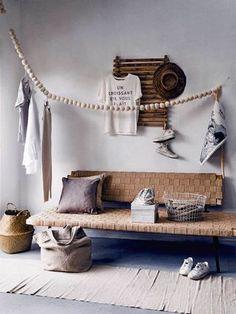 Le bois, le bambou, le jute et le liège s'installent à l'extérieur pour donner une allure zen et naturelle au balcon. Une piste à suivre pour obtenir une décoration sereine. Photo :Ernie Enkelaar | St