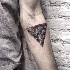 #tattoofriday - Roma Severov, tatuagens circulares/triangulares;