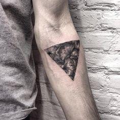 #tattoofriday - Roma Severov, tatuagens circulares/triangulares;