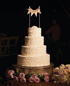 Round Wedding Cake // Photo: Julie White // Featured: The Knot Blog