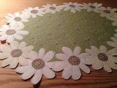 Ulla's Quilt World: Flower tablecloth quilt - daisies, tutorial