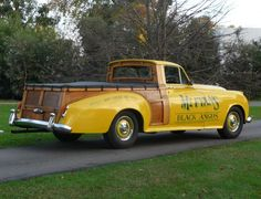 chopped Bentley Woody (Woodie) Pick Up Hot Rod Pickup, Pickup Car, Pickup Trucks, Vintage Trucks, Old Trucks, Small Trucks, Classic Trucks, Classic Cars, Bentley Truck