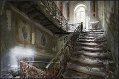Wow! Just an incredible abandoned place. Must have been really beautiful once. In Australia.