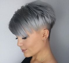 36 Latest Short Hair Trends for Winter 2017 - 2018 Cheveux courts gris Short Grey Hair, Short Hair Cuts For Women, Short Hairstyles For Women, Trending Hairstyles, Pixie Hairstyles, Hairstyles 2016, Curly Hair Styles, Natural Hair Styles, Short Hair Trends