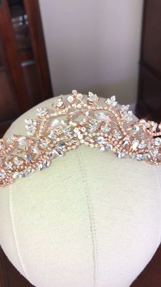 Hairstyles Long Handcrafted with Swarovski Crystals this tiara will make your wedding day that much more special.Hairstyles Long Handcrafted with Swarovski Crystals this tiara will make your wedding day that much more special Gold Wedding Crowns, Wedding Headband, Wedding Tiaras, Rose Gold Wedding Dress, Rose Gold Bridal Jewelry, Wedding Jewelry For Bride, Bridal Crown, Bridal Tiara, Wedding Tiara Veil
